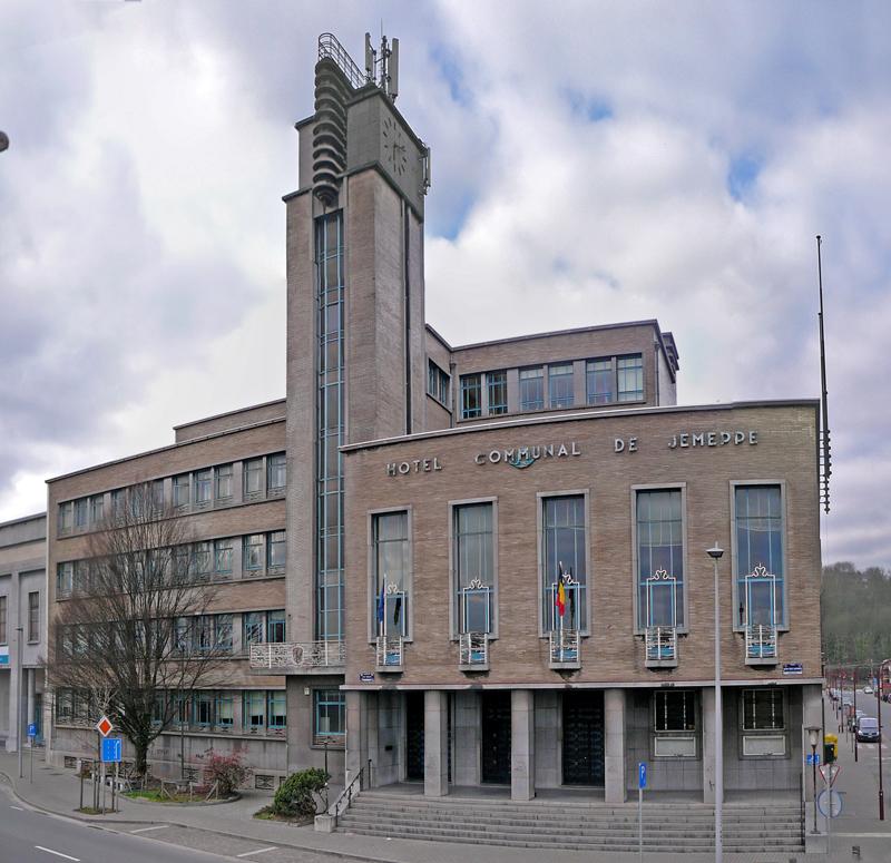 13-BE-LI-Seraing-Jemeppe-sur-Meuse-Quai-des-Carmes-Hôtel-de-Ville-2012-03-11-1