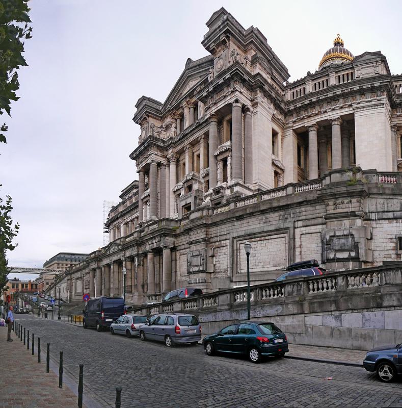 8-BE Brussels-Brussels-Rue des Minimes-Palais de Justice 2013-09-07 (1)